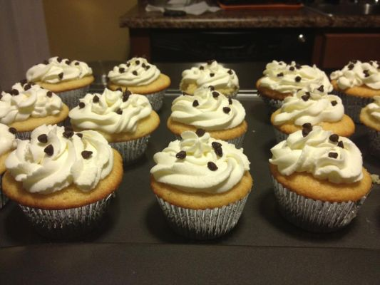 Chocolate Chip cannoli cupcakes