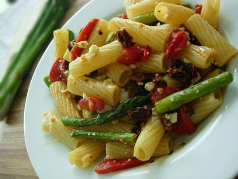 Quick Pasta Toss with Asparagus, Roasted Red Peppers, and Sun-Dried Tomatoes