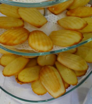 Madeleines (French Butter Cakes)