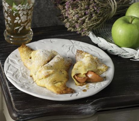 Calzone with caramelized apples