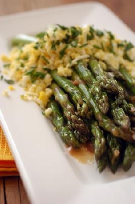ASPARAGUS WITH MUSTARD VINAGRETTE
