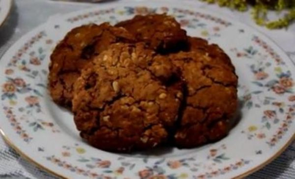 Microwave Peanut Butter Chocolate Oatmeal Cookies