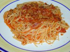 Pasta with Spicy Bacon and Tomato Sauce