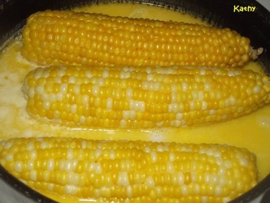 Milk & Butter Boiled Corn On The Cob