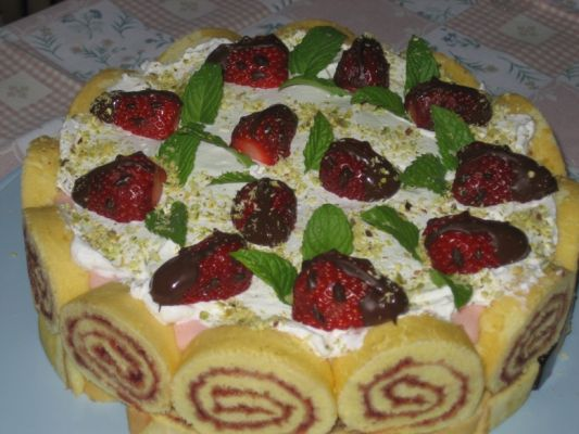Strawberry and Wine Cake