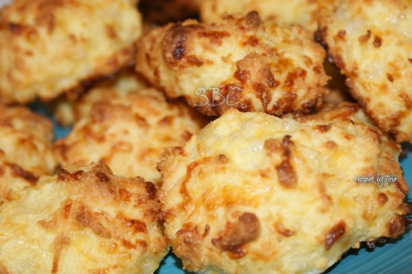 Low Carb Garlic Cheddar Biscuits