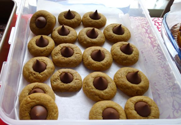 American Peanut Butter Blossom Cookies