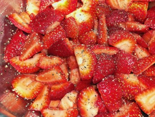 Strawberries In Balsamic Vinegar & Black Pepper