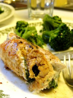 Nikos' feta and spinach stuffed chicken
