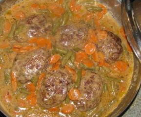 Salisbury Steak With Gravy, Carrots And Beans