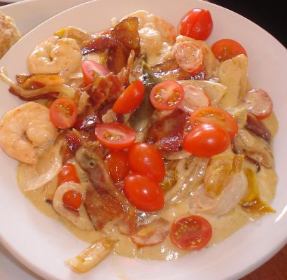 Shrimp-n-Grits Alfredo with a kick