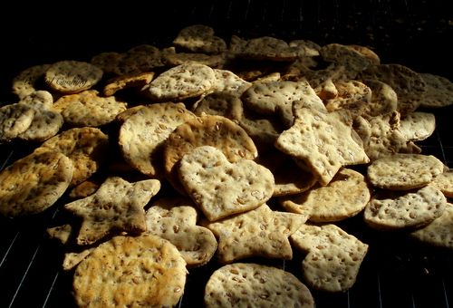 Flaxseed and Cracked Pepper Crackers