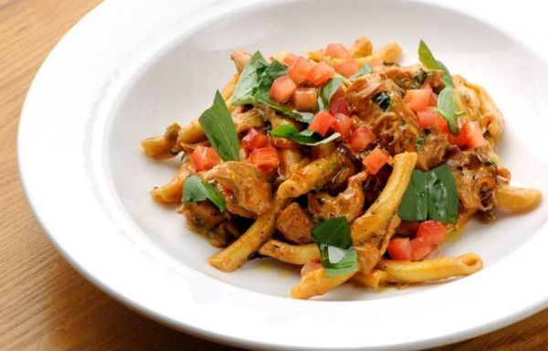 Chilli Chicken pasta with Red pesto
