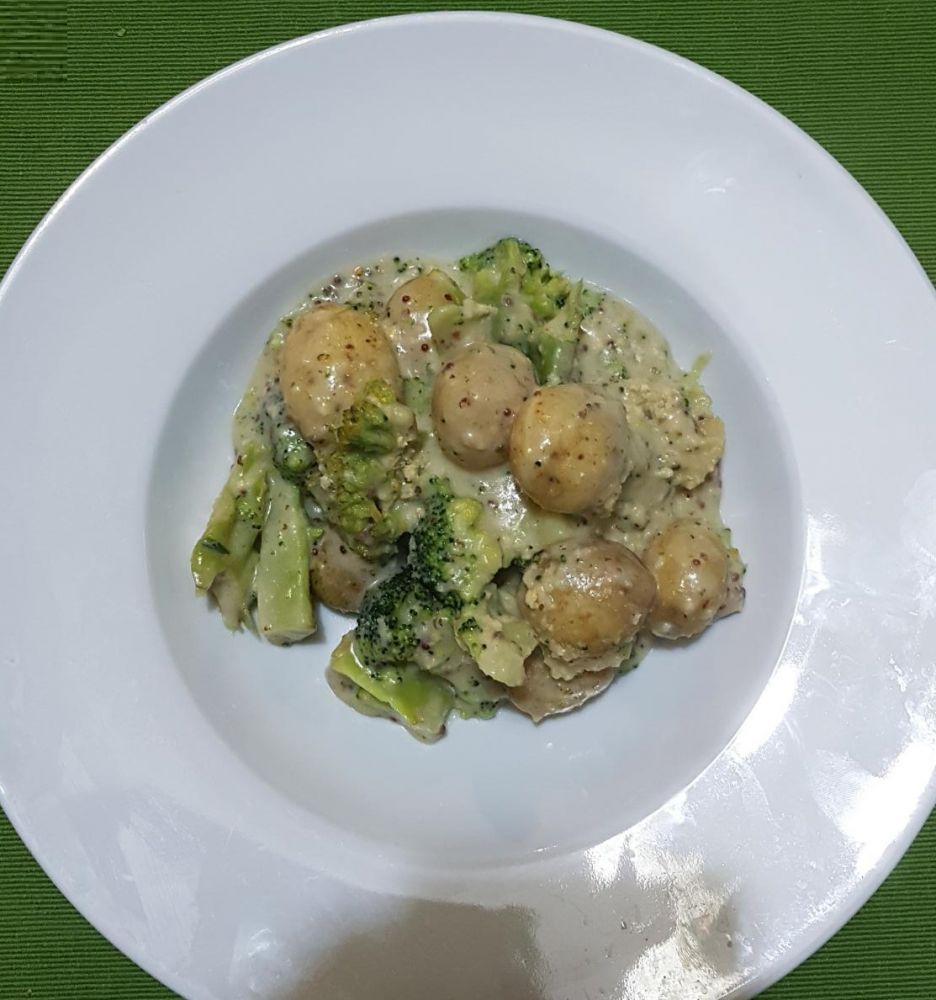 Gluten Free Broccoli, Potato and Blue Cheese Sauce