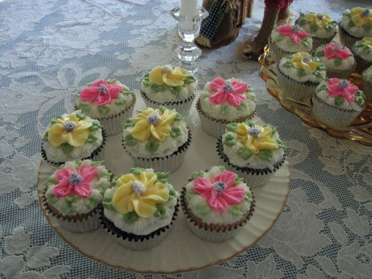 Flower cupcakes for a 90th celebration