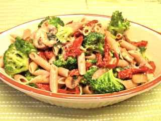 Penne with Sun-Dried Tomatoes and Broccoli