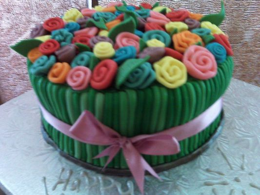 bouquet of ribbon roses cake