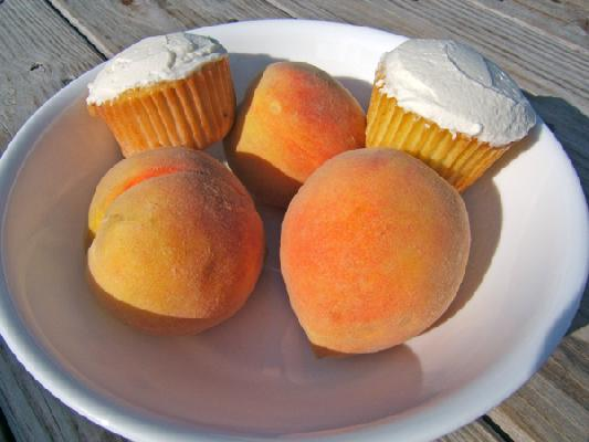 Fresh Peach Cupcakes with Mascarpone Frosting