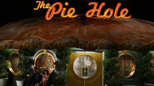 Olive's Deep Dish Strawberry Rhubarb Pie: Pushing Daisies