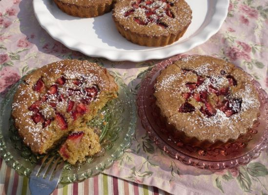 Strawberry Pistachio Brown Butter Babycakes