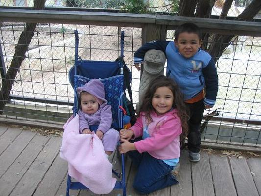 Augie, Nayeli & Natalia at zoo.