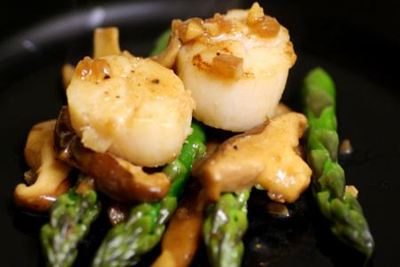 Scallops Stir-fry With Asparagas And Mushrooms