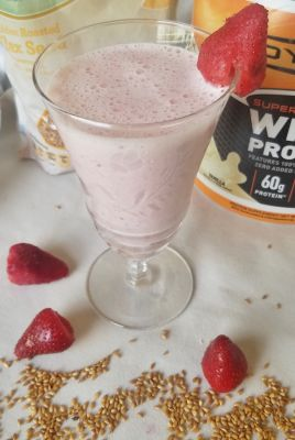 Healthy Strawberry Protein Smoothie