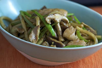 Chicken with Udon Noodles, Shiitake Mushrooms and Snow Peas