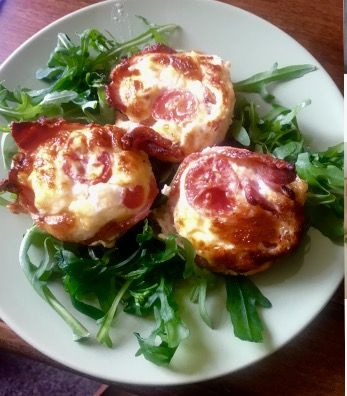 Omelette cakes in a bacon cup