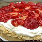 Pavlova with yoghurt cream and strawberries