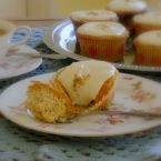Chamomile Cupcakes with Honey Frosty