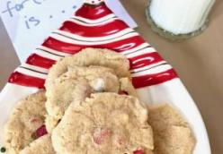 HOLIDAY PEANUT BUTTER & PEPPERMINT COOKIES