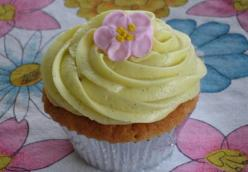 Very Vanilla Bean Cupcakes With Vanilla Bean Frosting