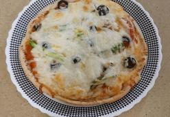 Pitta Pizza with Homemade Sauce