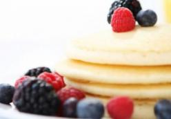 Pancakes with seasonal fruits