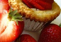 Gooey Butter Cupcakes with Lemon and Strawberries